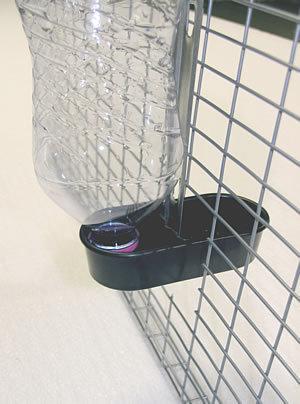 abreuvoir porte bouteille pvc noir la lapini re. Black Bedroom Furniture Sets. Home Design Ideas